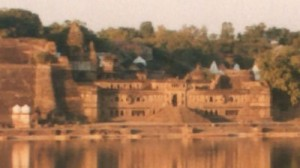 The sandstone ghats of Maheshwar